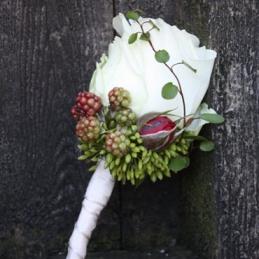 filigraner Anstecker für Bräutigam - weiße Rose - Blumenhaus Eder