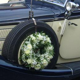Autoschmuck Hochzeitsfloristik - Hochzeit - Blumenkranz - Blumen Eder