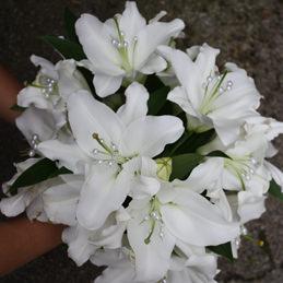 Brautrauß mit weißen Lilien - Blumen Eder
