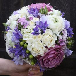 Blumenstrauß, Hochzeitsstrauß - violett, rund - Hochzeitsfloristik - Blumen Eder Rosenheim