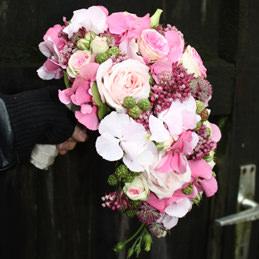 Blumenstrauß, Hochzeitsstrauß - Tropfenform, Rosen - Hochzeitsfloristik - Blumen Eder Rosenheim