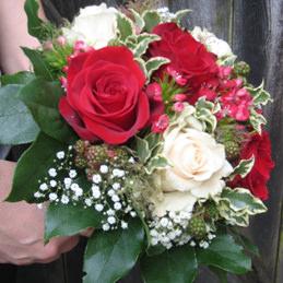 klassischer Blumenstrauß für Braut - Rosen rot/weiß