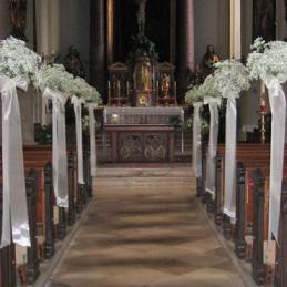 Blumige Kirchendekoration im Blumenhaus Eder