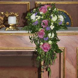 Blumenschmuck für Kirche - Altarschmuck fleidertöne - Blumen Eder