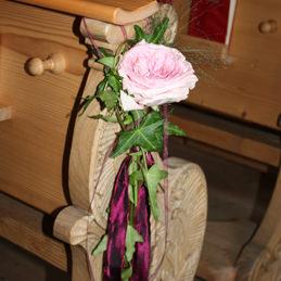 Kirchendekoration - Blumenschmuck für Kirche - Bankschmuck Rose rosa - Blumen Eder