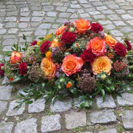 Trauergesteck - orange - Rosen - Trauerfloristik - Blumen Eder Rosenheim