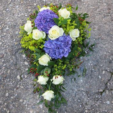 Florales Trauergesteck für die Beerdigung von Blumenhaus Eder