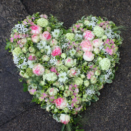 Trauerherz mit Minirosen - Trauerfloristik - Blumen Eder Rosenheim