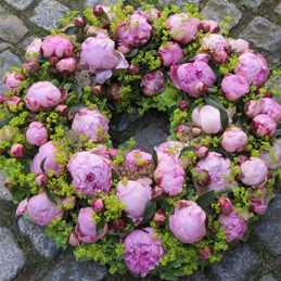 Trauerkranz pink - Trauerfloristik - Blumen Eder Rosenheim
