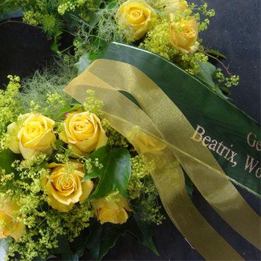 Trauerschleifen direkt im Blumenhaus Eder gestalten lassen