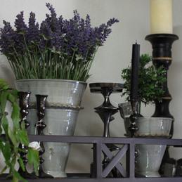Keramiktöpfe und Kerzenständer mit gehämmerter Oberfläche - Blumen Eder